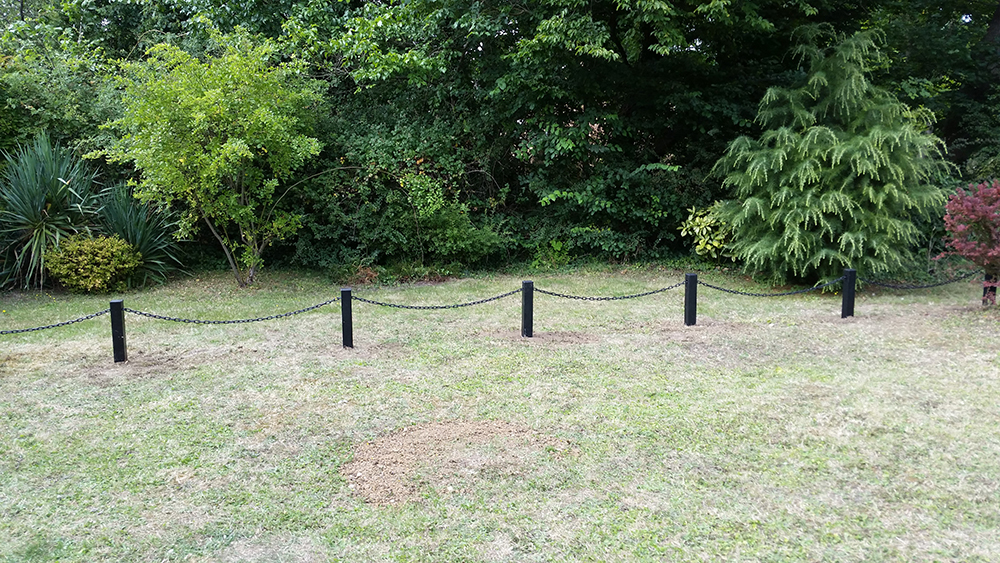 Black 3 Inch Plastic Posts And Chain