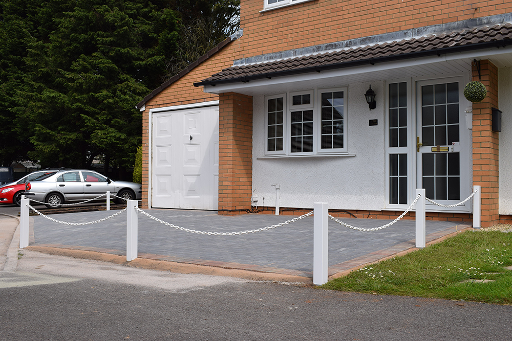 White Posts and Chain Driveway